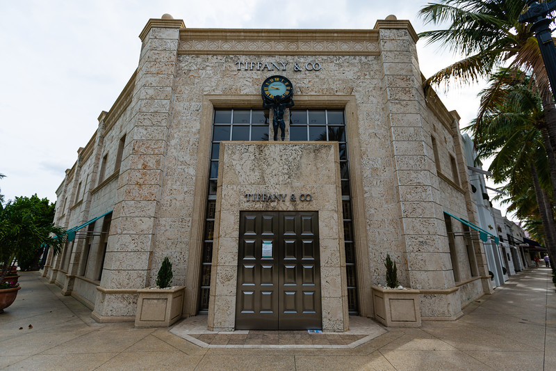 Tiffany & Co., at the intersection of Worth Avenue and Hibiscus Avenue, is closed due to the coronavirus pandemic, April 23, 2020. [JOSEPH FORZANO/palmbeachdailynews.com]