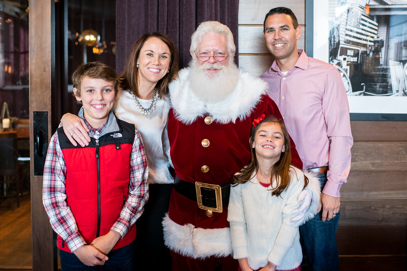 Avalon_BreakfastWithSanta_2019_9975.jpg
