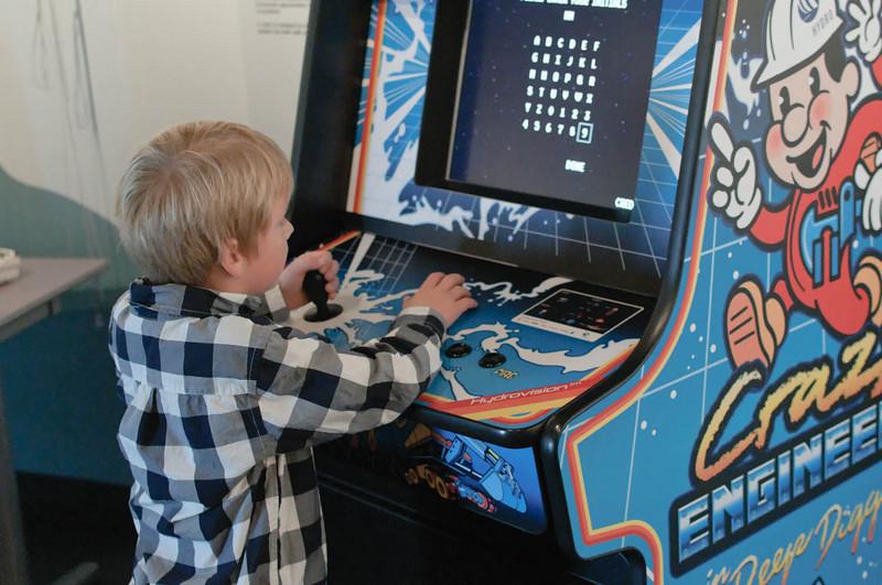 På vegen gjennom utstillingen hadde vi god tid å leke.
