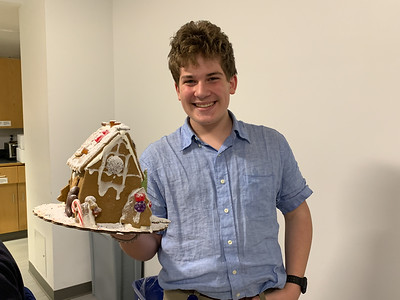 Gingerbread Houses with the German Club!