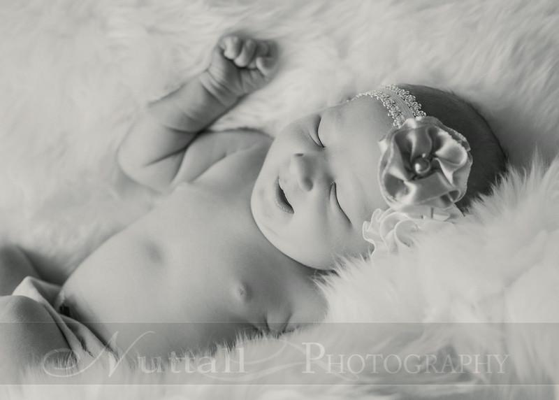 Natalie Newborn 20bw.jpg