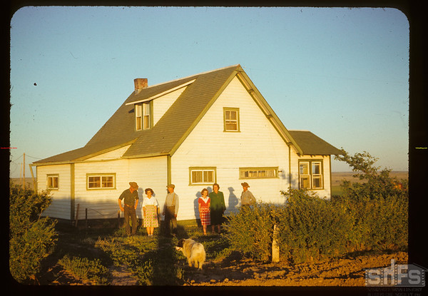 Darling hoe and family.  Divide.  07/03/1952