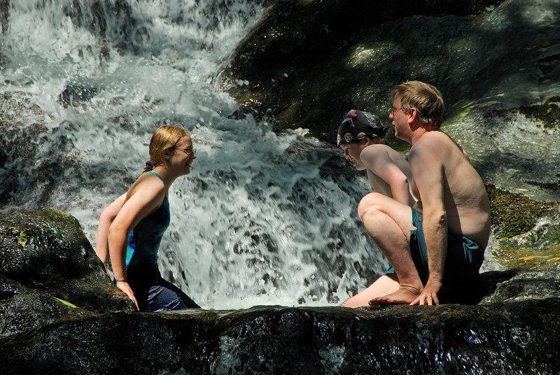 Stephanie Nate and Nat   (Jul 01, 2006, 10:59am)
