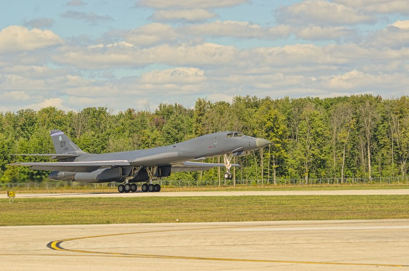 Touchdown of the B-1B