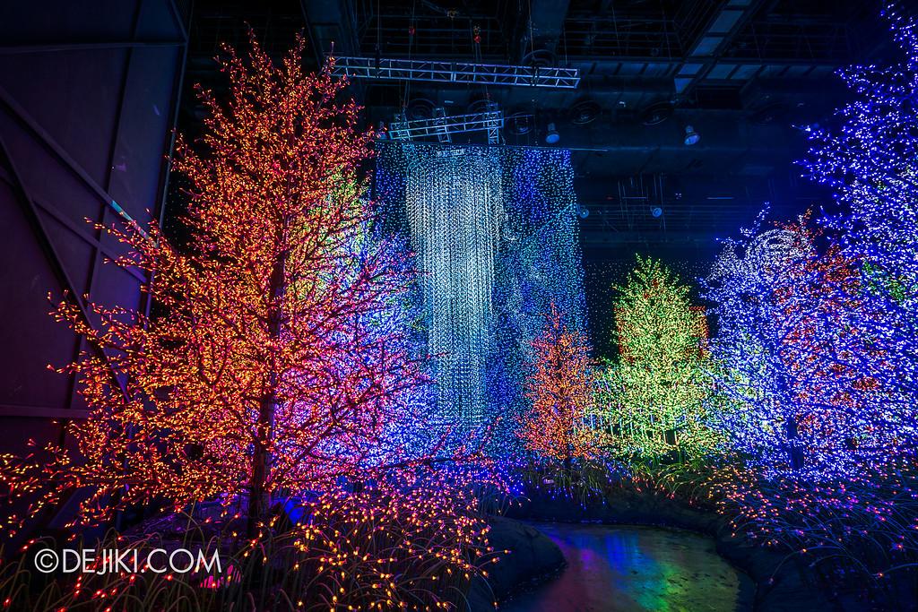 Universal Studios Singapore - Santa's All-Star Christmas 2016 / The Universal Journey - Enchanted Pine Forest