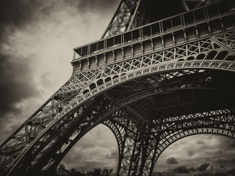 20141118-eiffel-tower-129966897.jpg