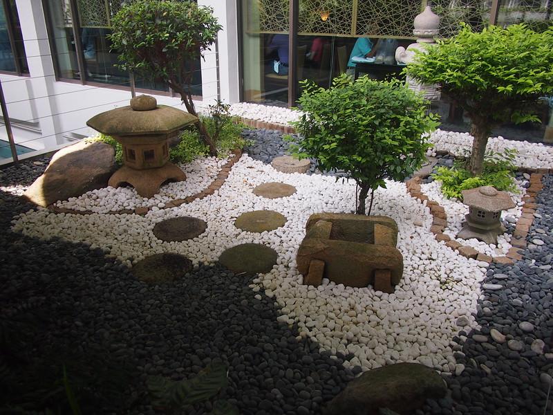 P8318295-zen-garden.JPG
