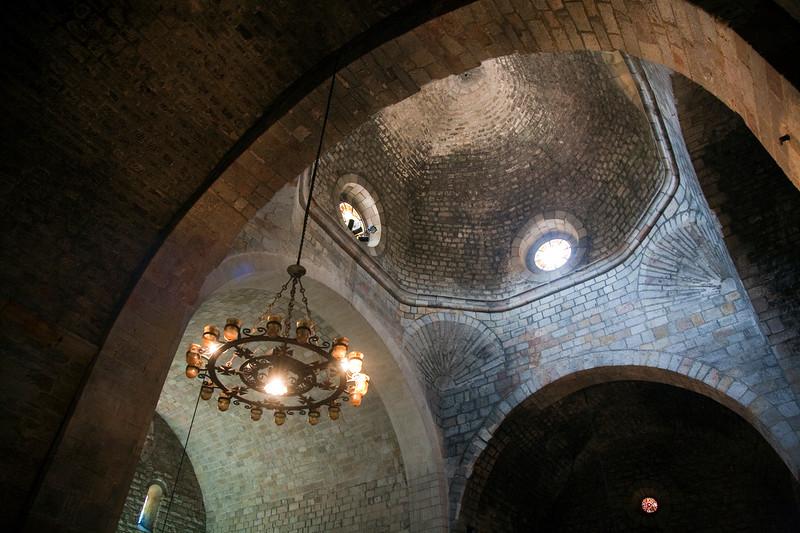 cúpula de crucero sobre conchas y cimborio octogonal de la iglesia del monasterio de Sant Pau del Campo, Barcelona