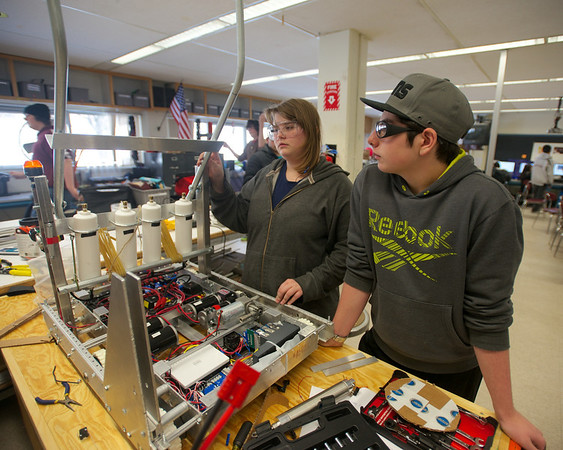 PHOTO SLIDESHOW: Whittier Tech students build a robot