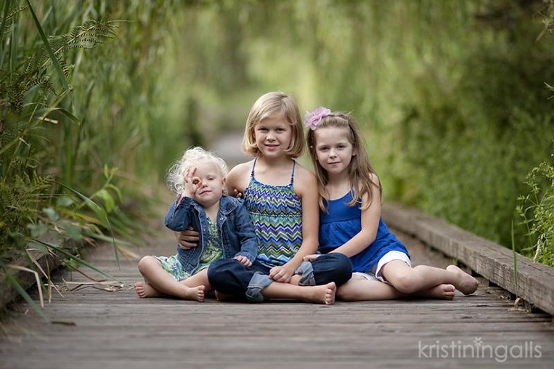3-sisters-sitting-on-a-bridge-photo-by-Kristin-Ingalls-840x560.jpg