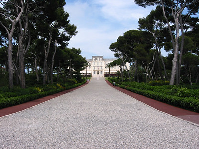 Hotel du Cap's fab grounds. Very much reminded me of Dirty Rotten Scoundrels.