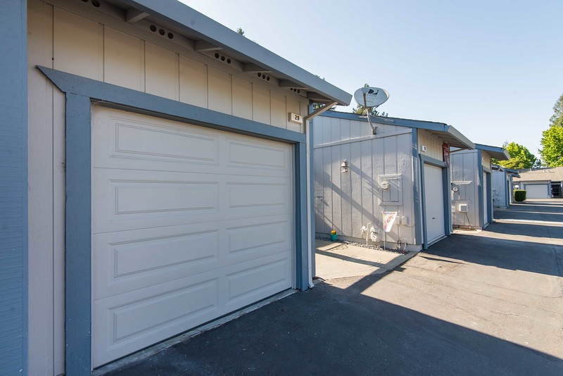 DSC_4459_garage.jpg