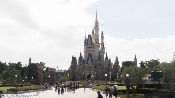 Disneyland Resort, Tokyo Disneyland, Fantasyland, Hub, Plaza, World Bazaar, Cinderella, Cinderella Castle, Castle