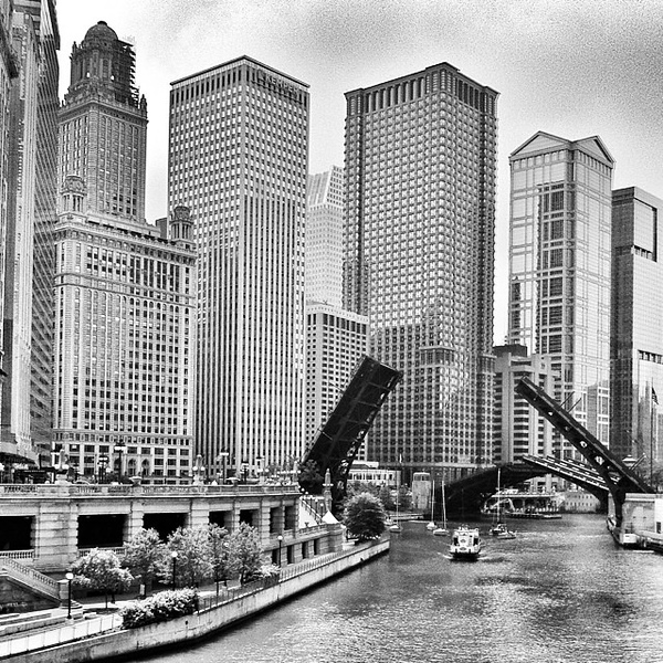Still can't believe this was 100% iPhone. #chicago #architecture #skyscrapers #river #bridge