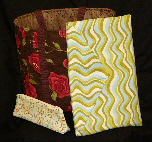 The Hand Made Club with Kim Parker Laptop cover, Market Bag and learn how to sew a zipper with the pencil bag. Check the class calendar for dates