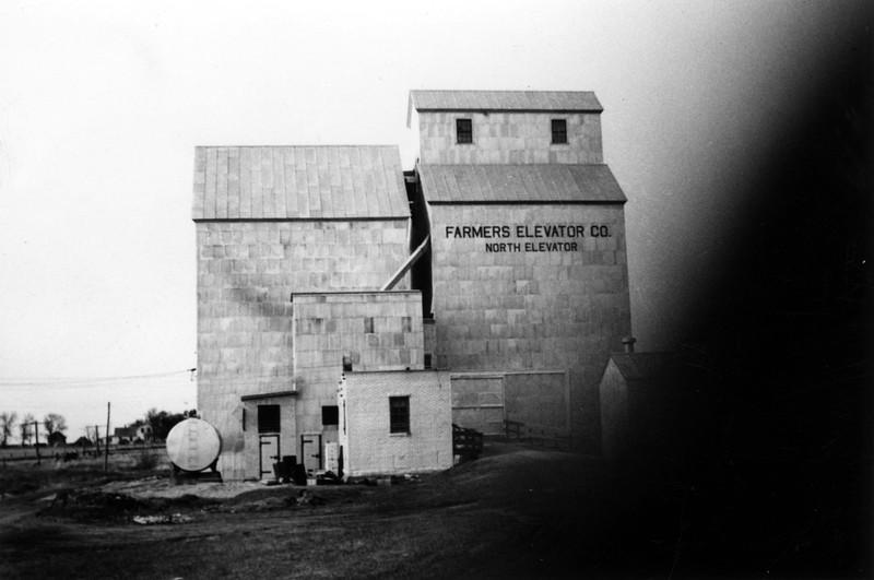 ARE008.  Arthur Farmers Elevator – ca 1940‡.jpg