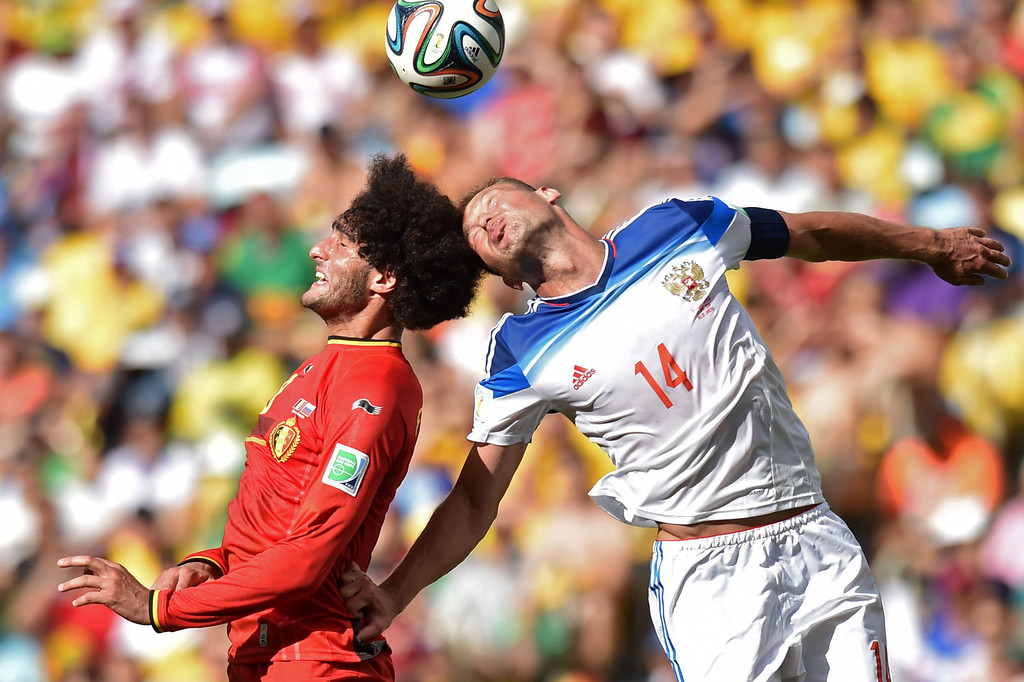 . Russia\'s defender Vasily Berezutsky (R) heads wht ball past Belgium\'s midfielder Marouane Fellaini during the Group H football match between Belgium and Russia at The Maracana Stadium in Rio de Janeiro on June 22, 2014, during the 2014 FIFA World Cup. AFP PHOTO / KIRILL KUDRYAVTSEV