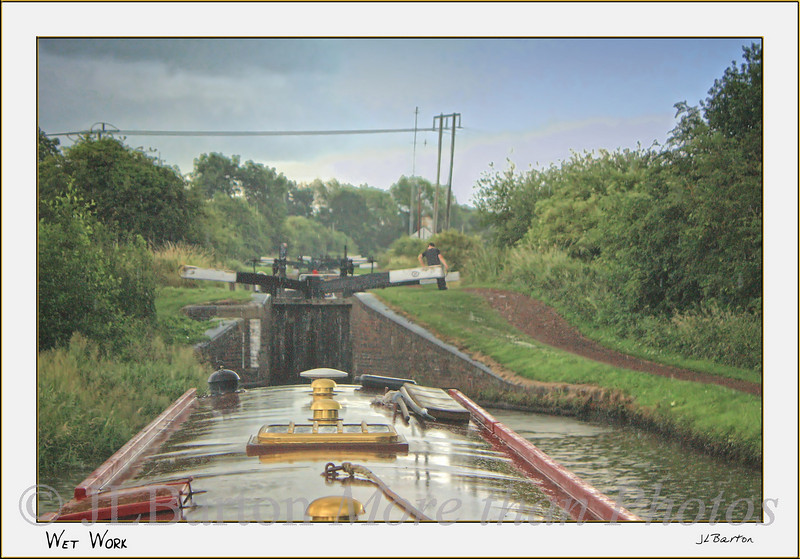 Working in the Rain The Tardebigge Flight takes all day. so the crew keeps going.  The capitan too.