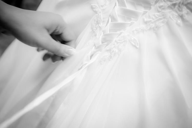 JOP_JLPodz_Dressing_Bride-0262.JPG