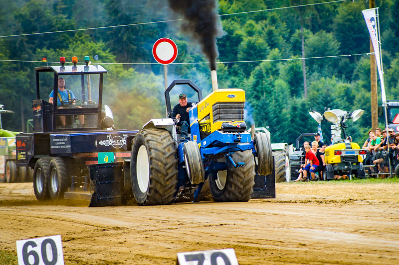 Tractor Pulling 2015-02480.jpg
