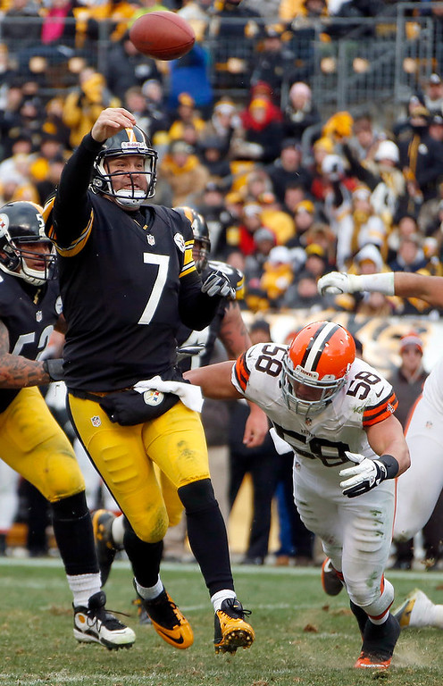 . Ben Roethlisberger makes touchdown pass as he is pressured by Cleveland Browns outside linebacker L.J. Fort (58) in the third quarter of an NFL football game in Pittsburgh, Sunday, Dec. 30, 2012. (AP Photo/Gene J. Puskar)