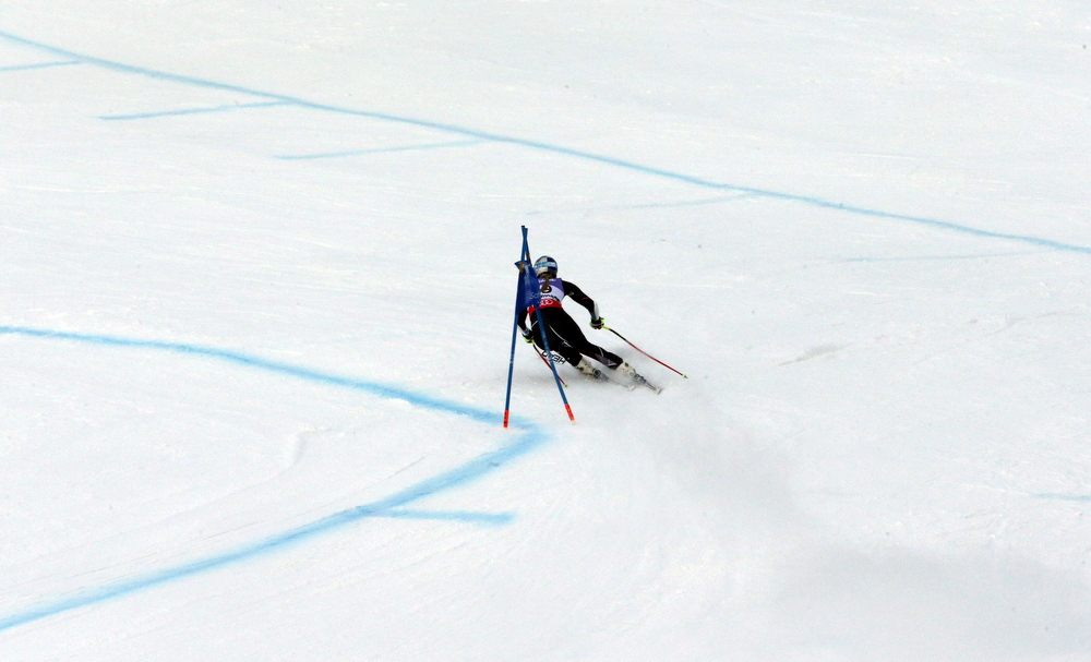 Description of . United States Lindsey Vonn speeds down the course during the women's super-G course, at the Alpine skiing world championships in Schladming, Austria, Tuesday, Feb.5, 2013. (AP Photo/Luca Bruno)