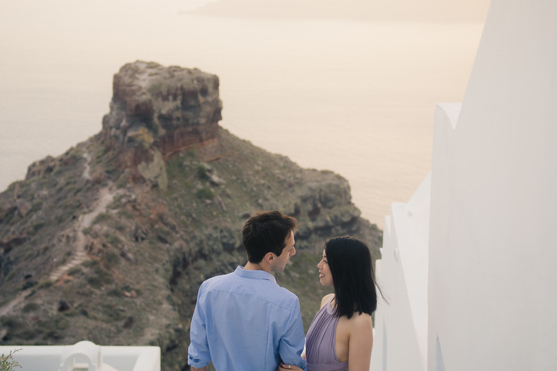 Santorini-photo-session-greece-engagement-shoot-love-story-002.jpg