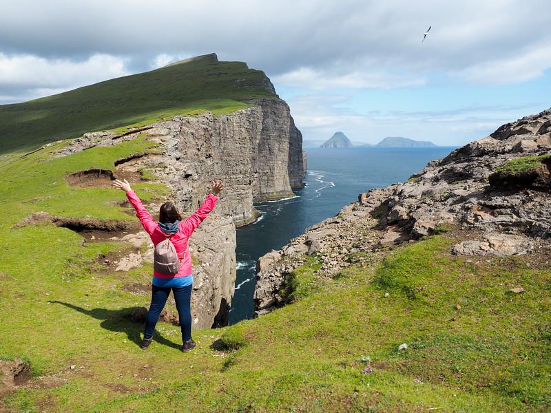 Hiking Trælanípa in the Faroe Islands