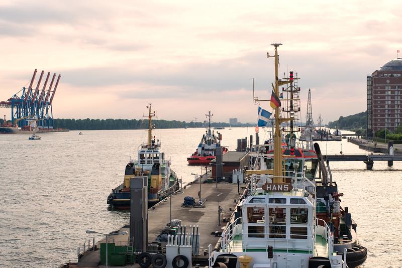 Hafenschlepper in Hamburg bei Neumühlen
