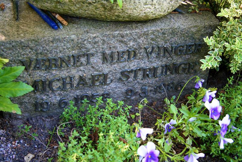 Assistens Kirkegård - maj 2006 Grave of poet Michael Strunge