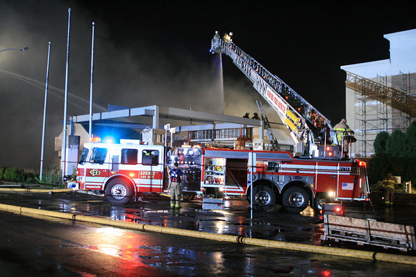 Gurnee fire Department 5-11 Alarm Fire ( The Old Holiday Inn On Grand Ave )
