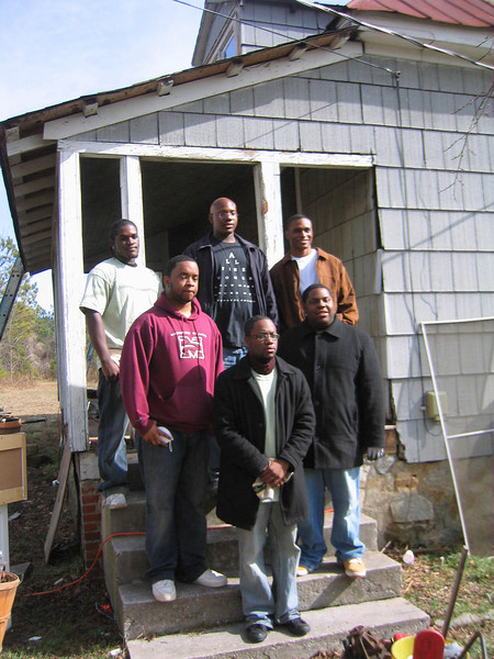 08 01 Students from Morehouse College (Atlanta) join work day of Hamm renovation