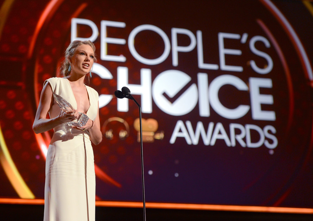 Description of . Singer Taylor Swift, winner of Favorite Country Artist Award speaks onstage at the 39th Annual People's Choice Awards at Nokia Theatre L.A. Live on January 9, 2013 in Los Angeles, California.  (Photo by Frazer Harrison/Getty Images for PCA)