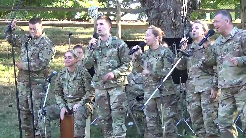 2018 Video - 126th Army Band Concert at the Zoo - Show Time by Heidi 003.MP4
