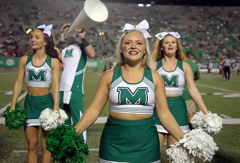 cheerleaders8827.jpg