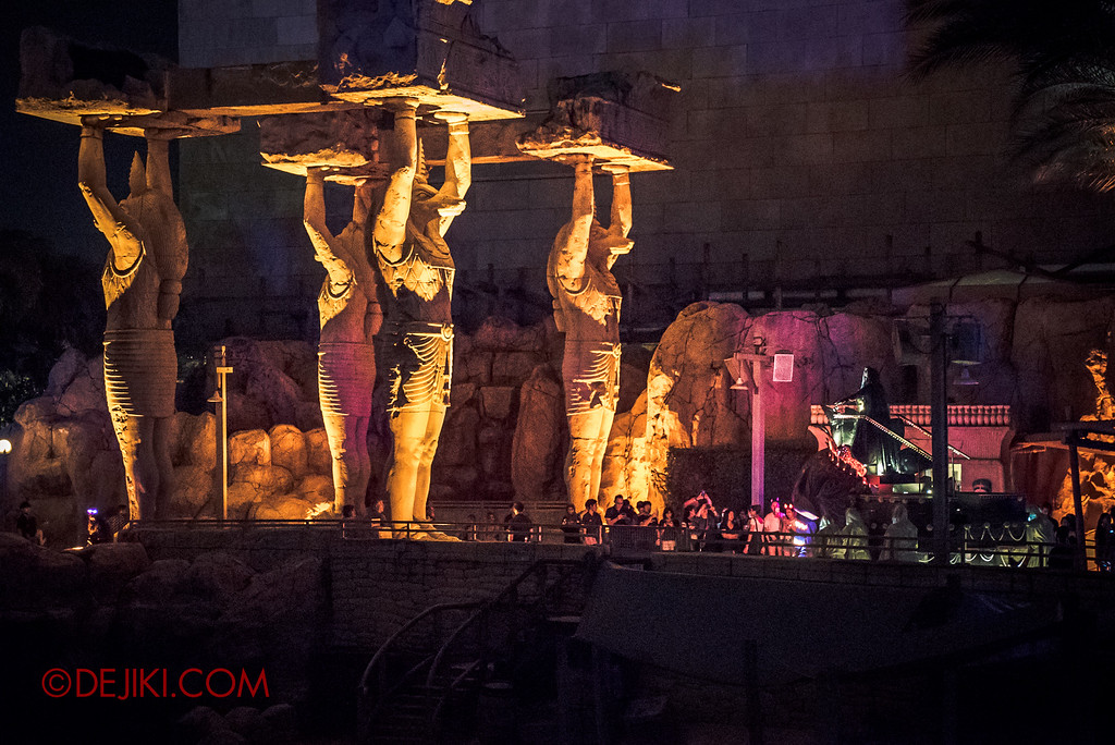 Halloween Horror Nights 6 - March of the Dead / Death March at the edge of Egypt with Anubis statues