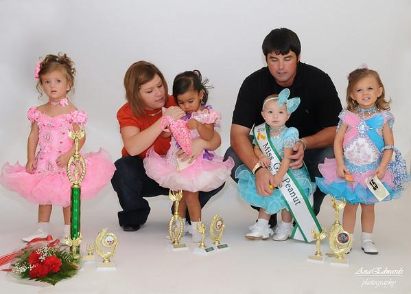 Miss Peanut Pageant: Group Portraits