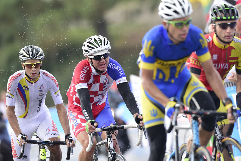 . Croatia\'s Matija Kvasina (2nd L) and Colombia\'s Carlos Quintero (L) compete in the men\'s road race at the 2014 UCI Road World Championships in Ponferrada on September 28, 2014.  JAVIER SORIANO/AFP/Getty Images