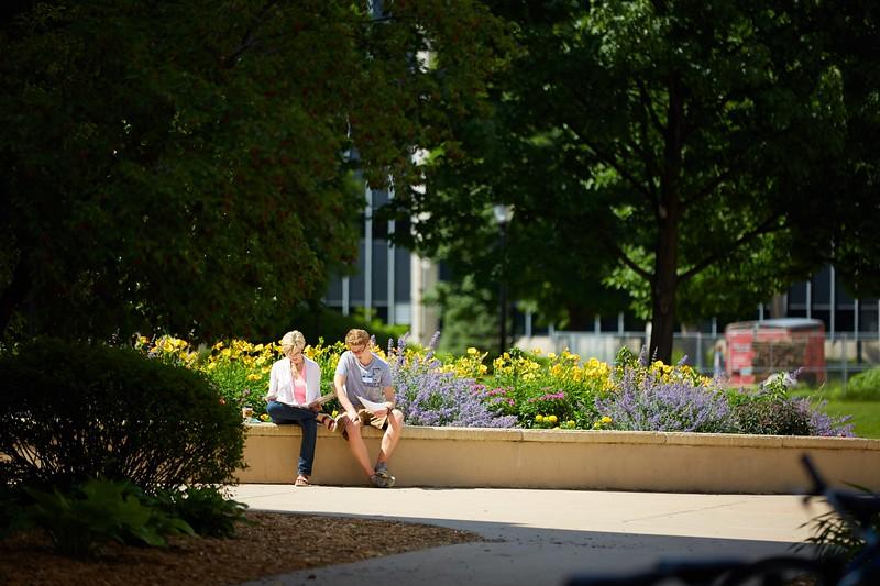 Buildings; Cartwright; People; Student Students; Type of Photography; Candid; UWL UW-L UW-La Crosse University of Wisconsin-La Crosse; START - Freshman Orientation