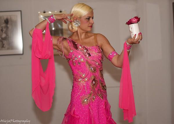 06-19 ALNB Yelena to Pose in Pink Dress
