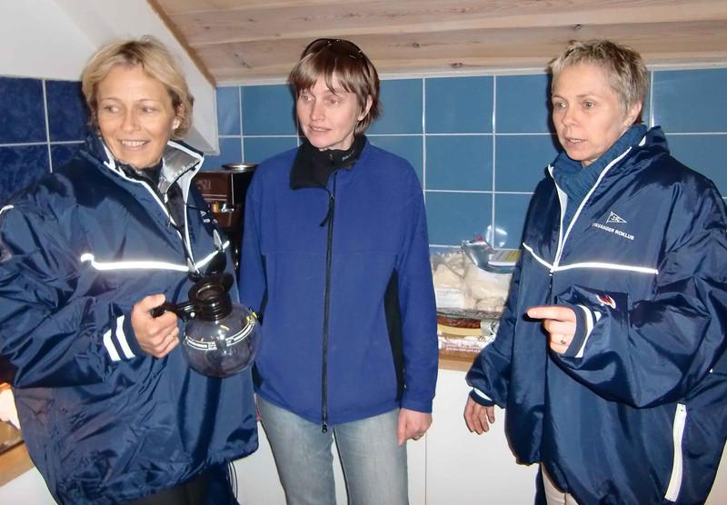 Dyktige funksjonærer, Johanne Krabbendam, Cathrine Bendz Aarrestad og Kirsti Veggeland