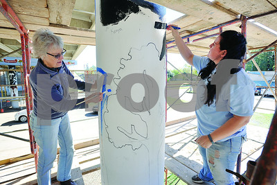 artists-continue-art-enrichment-project-on-gentry-overpass