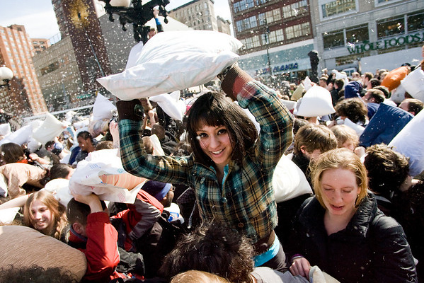 pillow fight nyc 2008