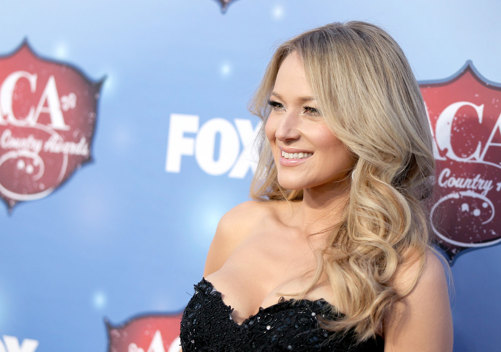 . Recording artist Jewel arrives at the 2013 American Country Awards at the Mandalay Bay Events Center on December 10, 2013 in Las Vegas, Nevada.  (Photo by Isaac Brekken/Getty Images)