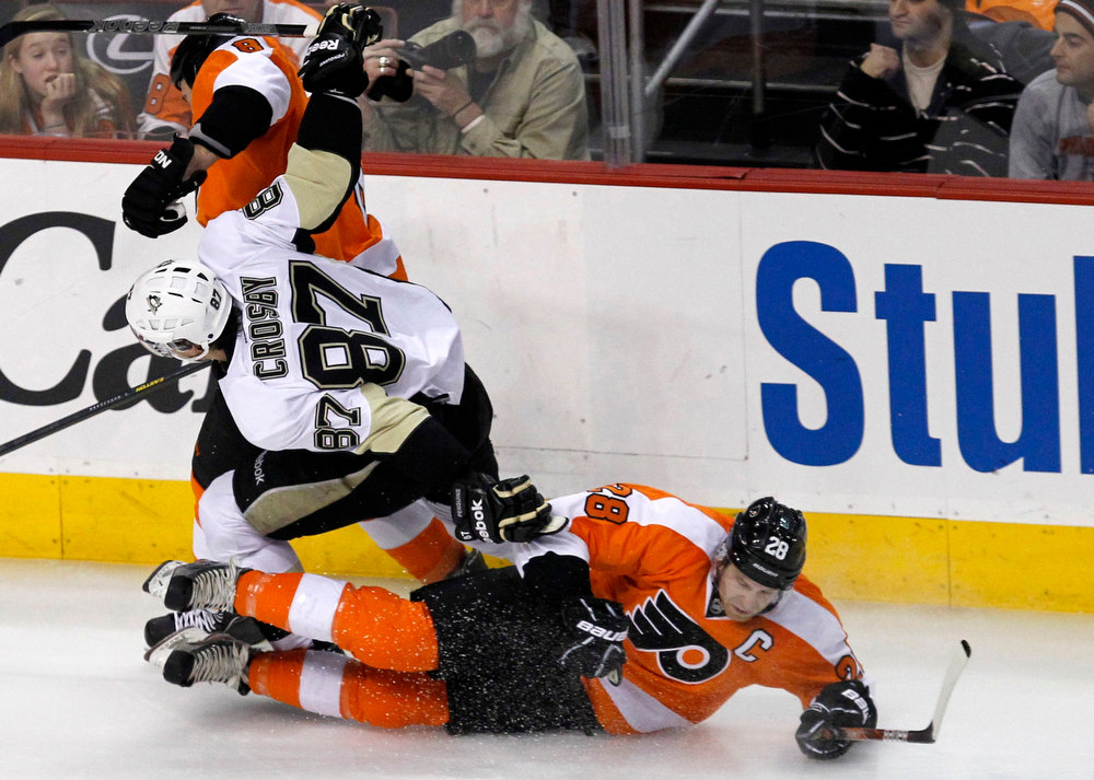 Description of . Philadelphia Flyers Claude Giroux (R) checks the Pittsburgh Penguins Sidney Crosby (87)  during the first period of their NHL ice hockey game in Philadelphia, Pennsylvania, January 19, 2013.  REUTERS/Tim Shaffer