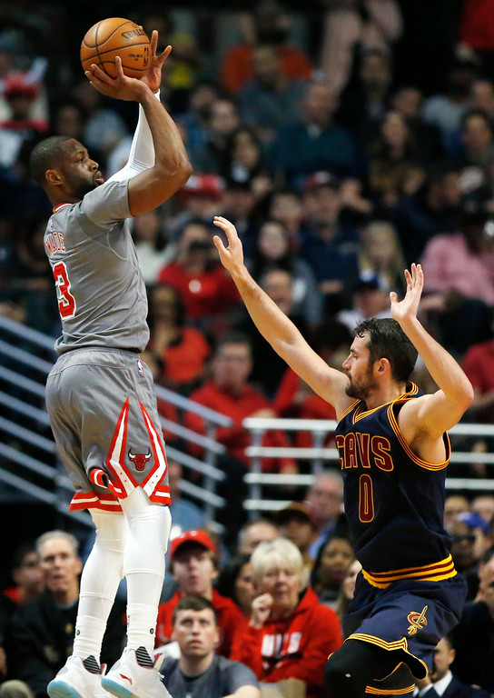 . Chicago Bulls guard Dwyane Wade, left, shoots over Cleveland Cavaliers forward Kevin Love during the first half of an NBA basketball game Friday, Dec. 2, 2016, in Chicago. (AP Photo/Nam Y. Huh)