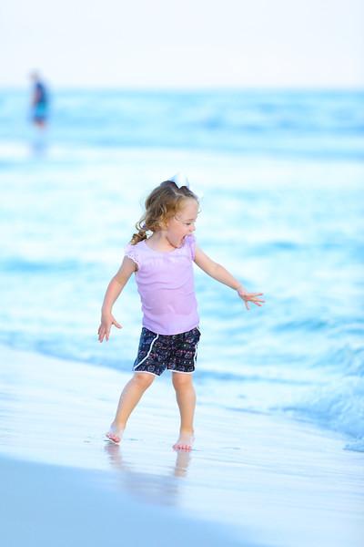 Harper at the beach-29.jpg