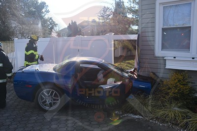 North Massapequa F.D. MVA W/ Car Into a House  Hicksville Rd. 1/29/21