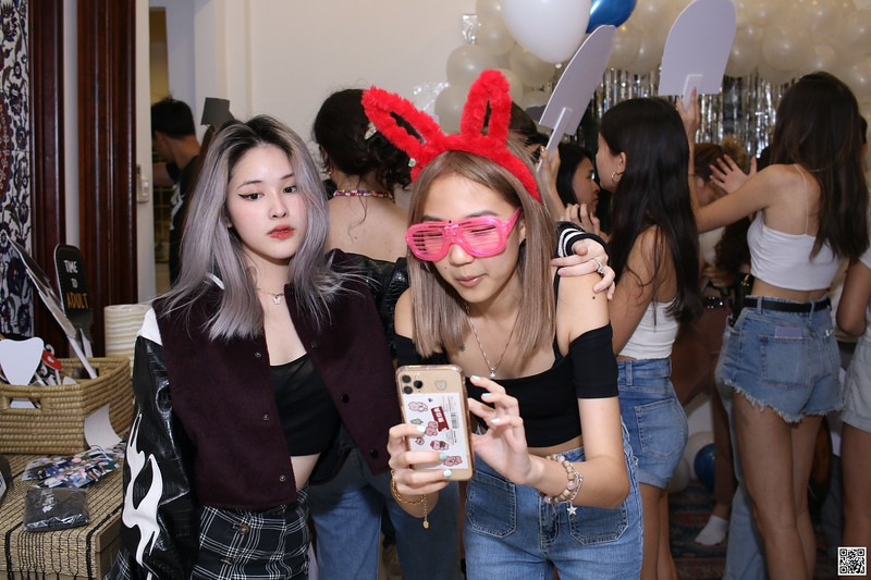 graduation-party-class-of-2021-instant-print-photo-booth-in-ho-chi-minh-Chup-hinh-in-anh-lay-lien-Tiec-Tot-Nghiep-2021-WefieBox-Photobooth-Vietnam-cho-thue-photo-booth-061.jpg