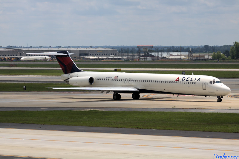 MD-88  s/n 49538 N907DL Delta